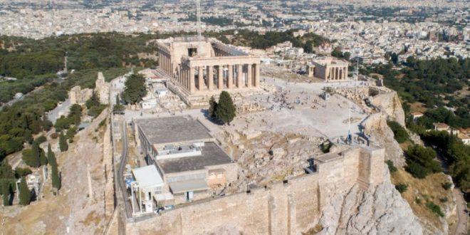 Εισβολή οπαδών του Ολυμπιακού στην Ακρόπολη